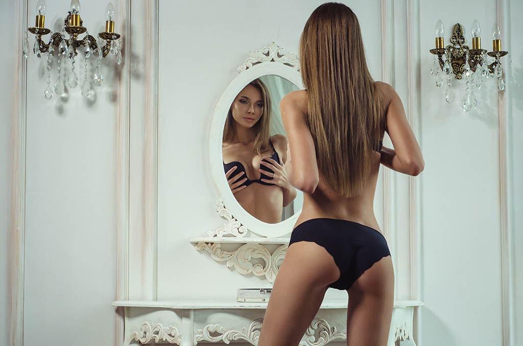 Katoptronophilia: Erregung durch strippen, Masturbation oder Sex vor dem Spiegel!