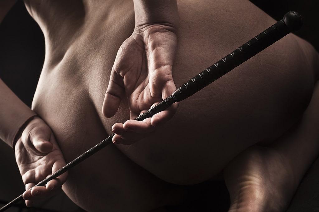 Spanking ist der Klassiker der BDSM Strafen